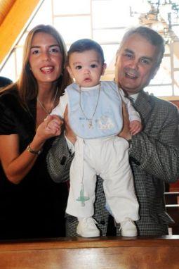 José Luis Navarro fue bautizado el 16 de mayo, acompañado por Su Mamá Natalia, su Papá Diego, sus abuelas Marita y Carmen, y sus familiares.